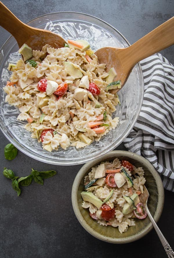 Creamy Italian Pasta Salad, a fast and easy Salad, fresh vegetables and a creamy homemade dressing make this a perfect lunch or dinner idea.