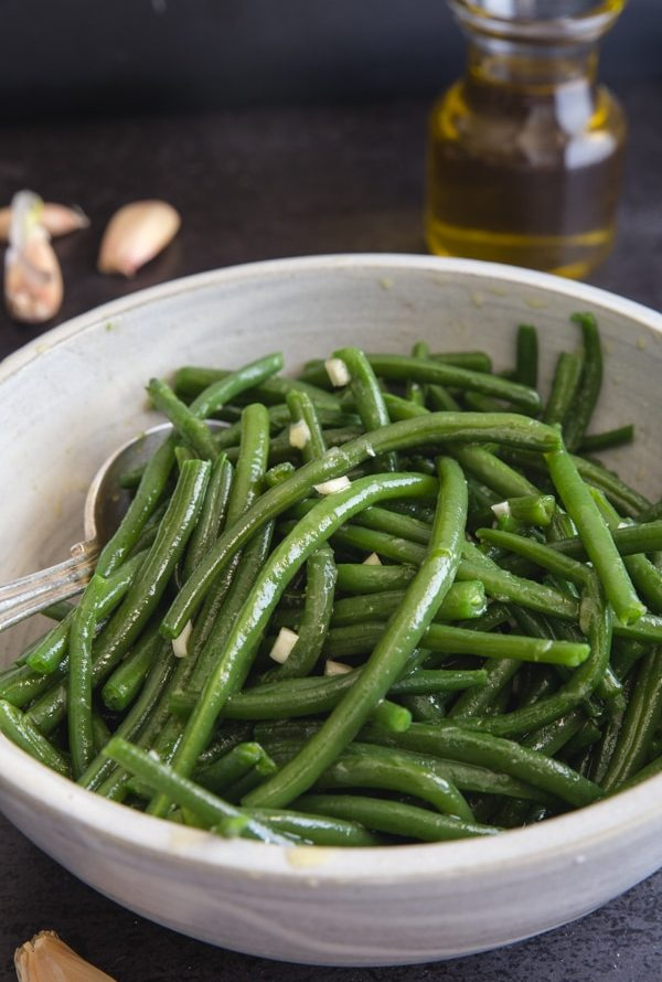 green beans in a white bowl