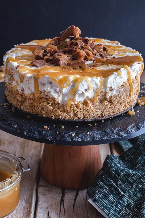 caramel cheesecake on a black cake stand
