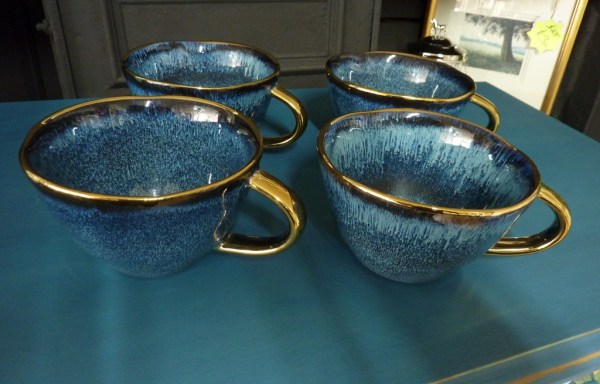 "Set of 4 blue gold rim large cups 5"" diameter"