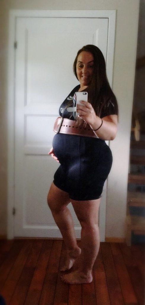 Ikkje gravid. Bare spiseforstyrra styrkeløftar.