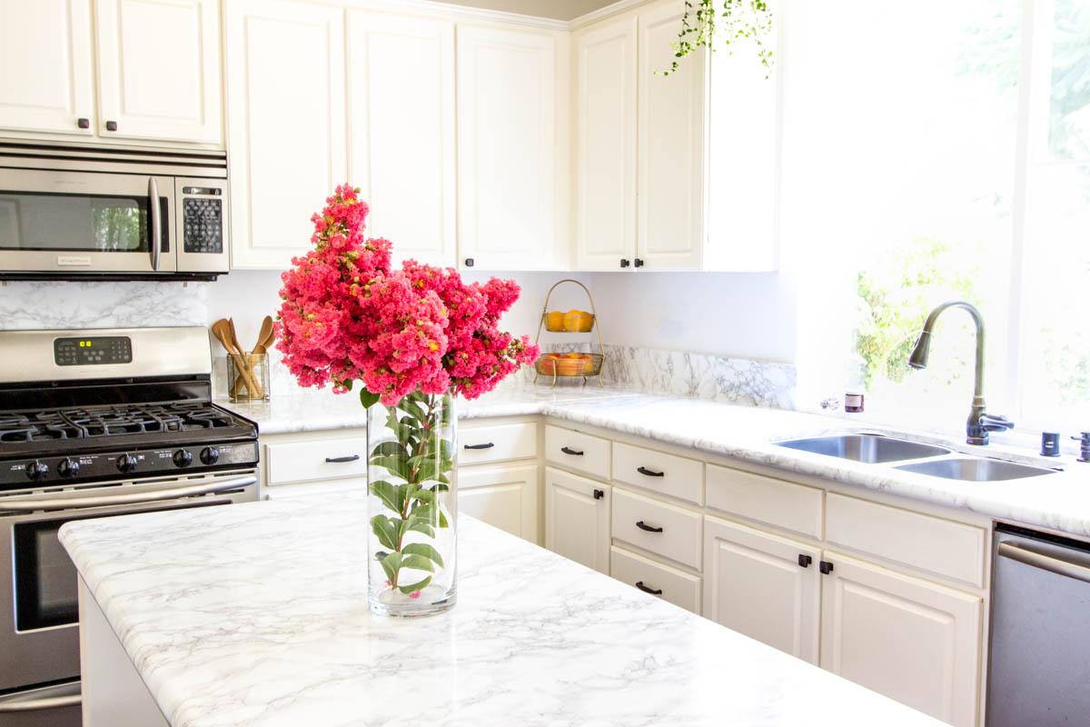 Merveilleux White Kitchen Moen Faucet Faux Marble Contact Paper