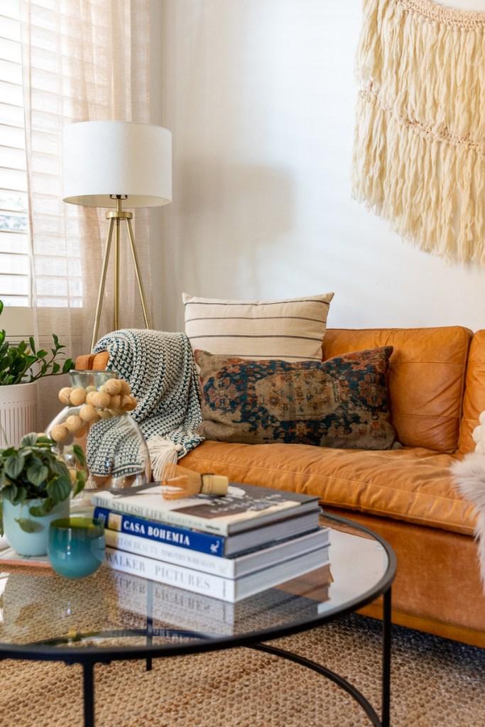 DIY Holiday Garland Wall California Casual Living Room Jute Rug Wall hanging