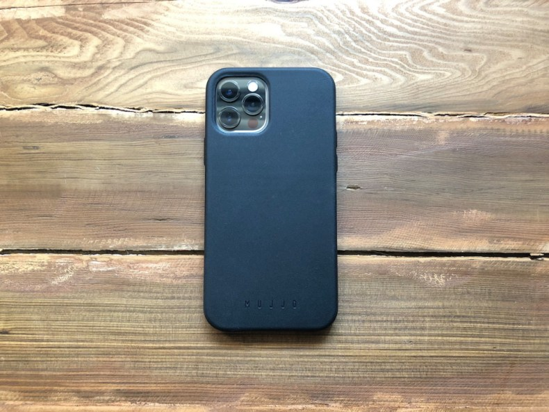 MUJJO Full Leather iPhone 12 case back