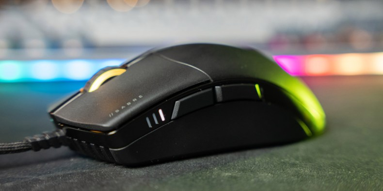 Three LED lights on the left side of the mouse signify the current DPI settings