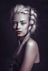 Photo: @Kuntergrau Kuntergrau (Tatjana Jule Schenk) Model: Belle H&M: Anja Kieselbach - Hair | Make-up | Workshops