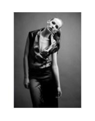Photo: DONG-HA CHOE | PHOTOGRAPHY | Fashion: Yvonne Ziemens | Models: @Izaio | H&M: Anja Kieselbach