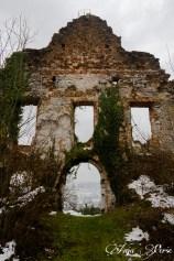 Entrance of Boštanj castle in winter