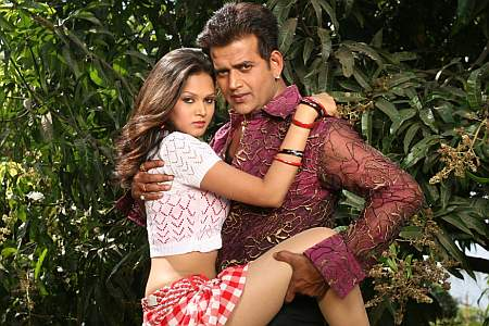 Ravi Kishan and Shikha