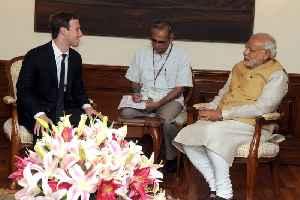 फेसबुक के सीईओ मार्क ज़ुकेरबर्ग नई दिल्ली में प्रधानमंत्री  नरेन्द्र मोदी से भेंट करत