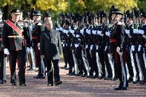 नार्वे में गार्ड आफ आनर निरखत राष्ट्रपति प्रणव मुखर्जी