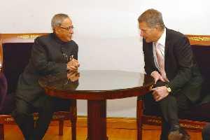 फिनलैंड के राष्ट्रपति सोली निनिस्तो संगे भारत के राष्ट्रपति प्रणव मुखर्जी