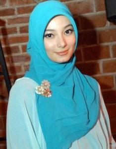 Asmiranda andah berjilbab sangat cantik artis indonesia semoga kekal hidayahnya gambar
