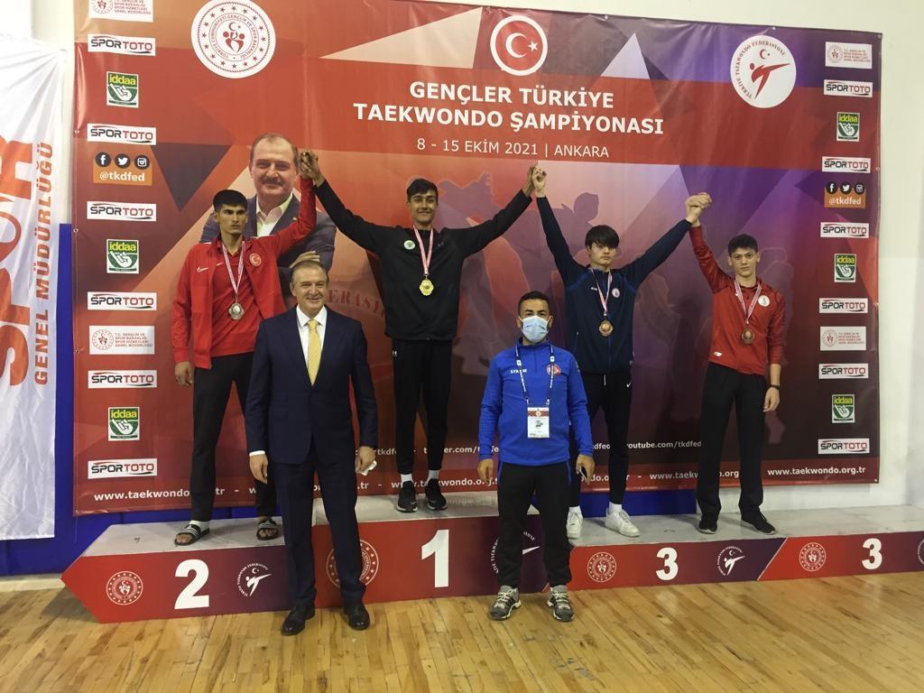 Mamaklı Kadir Şantaş Gençler Türkiye Taekwondo şampiyonu