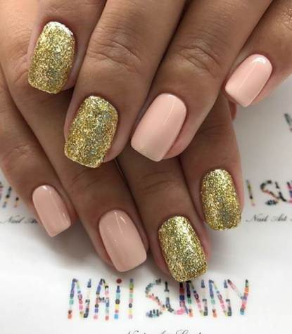 Pretty Gold Nail Art Idea