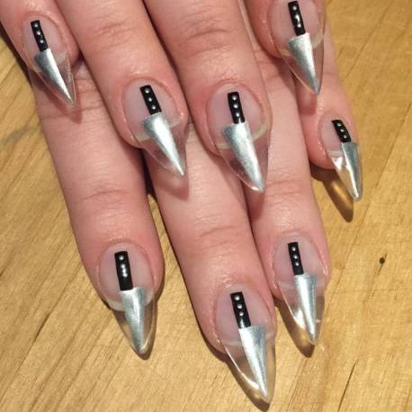 23+ Pretty And Easy Halloween Nail Designs To Copy In 2020