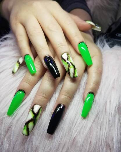 26+ Pretty Creepy Acrylic Halloween Nails To Copy Right Now