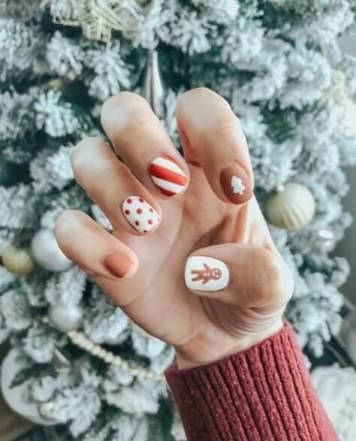 Stylish Christmas manicure