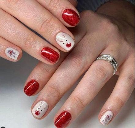 Cute reindeer nail art design