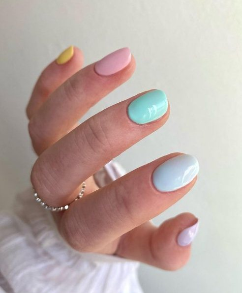 Pastel Easter manicure