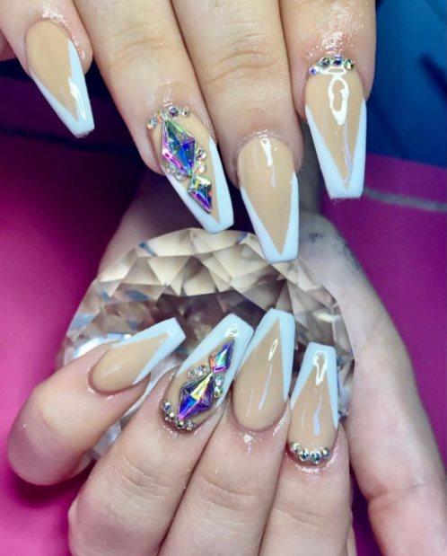 Graduation nail trends 2021