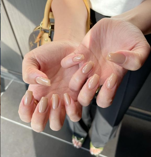 Summer nails for pale skin