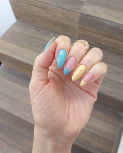 Summer short almond nails