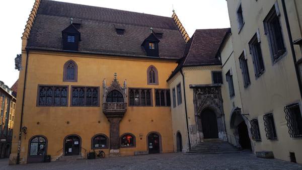 Reichssaalgebäude in der Altstadt von Regensburg