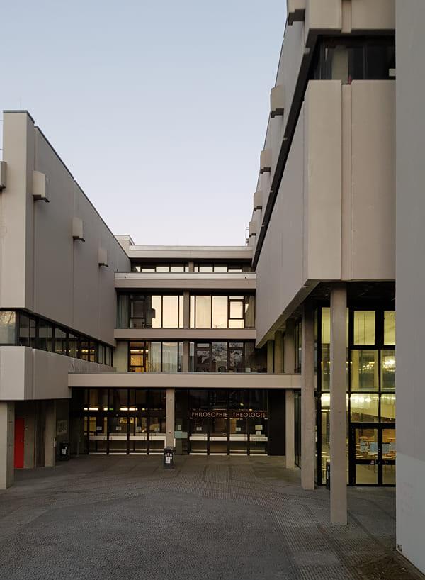 Gebäude der Fakultät Philosophie Theologie an der Universität Regensburg