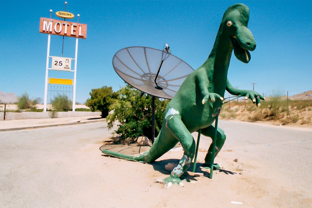 Queen's motel, good rates, weird dinosaur