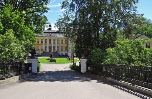 P.g.a. gatuarbeten i Finspång kom vi förbi slottet ...