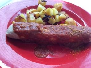 Currywurst mit Bratkartoffeln