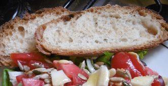 Sommerbrot mit Salat