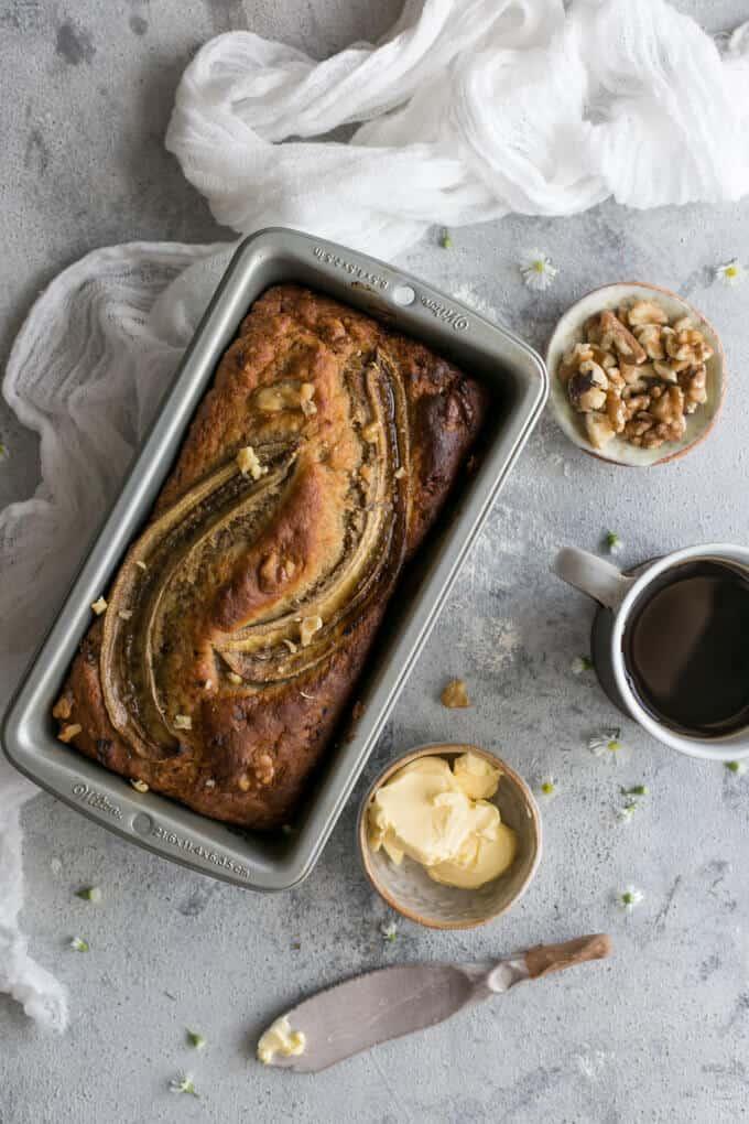 Delicious, super easy, rustic banana bread recipe. Made with yogurt and chopped walnuts, 100% vegan. | via @annabanana.co