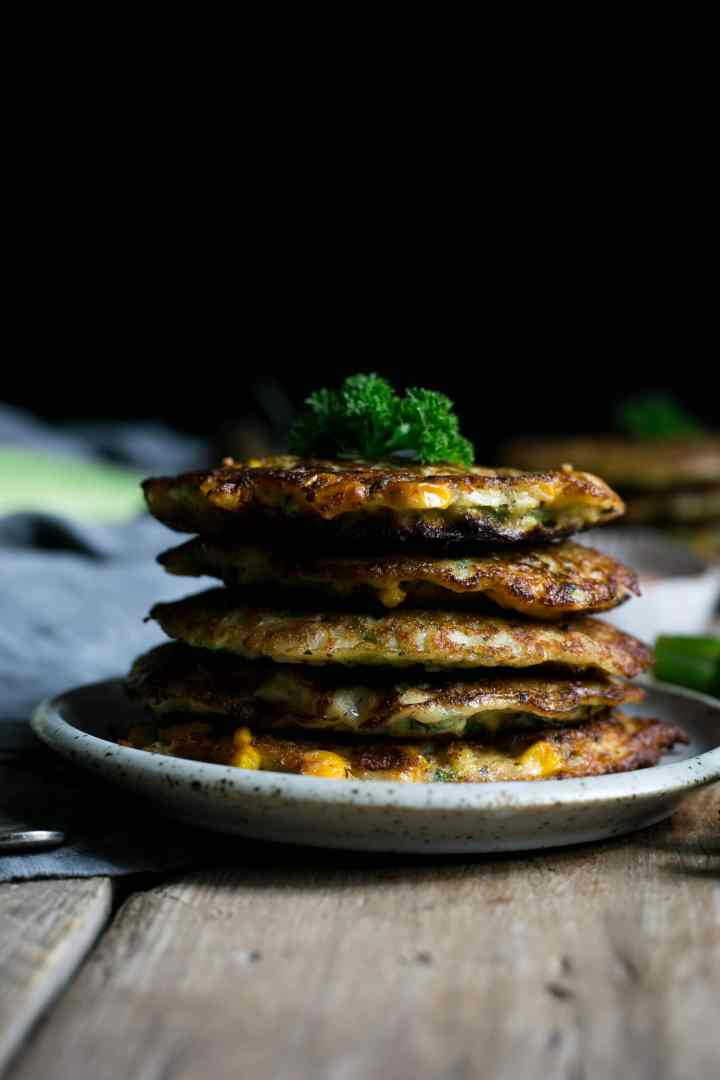 Delicious courgette and corn fritters with hot Sriracha dip | via @annabanana.co