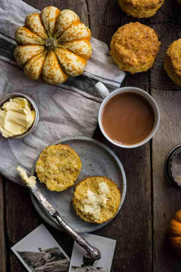 Easy pumpkin scones recipe | via @annabanana.co