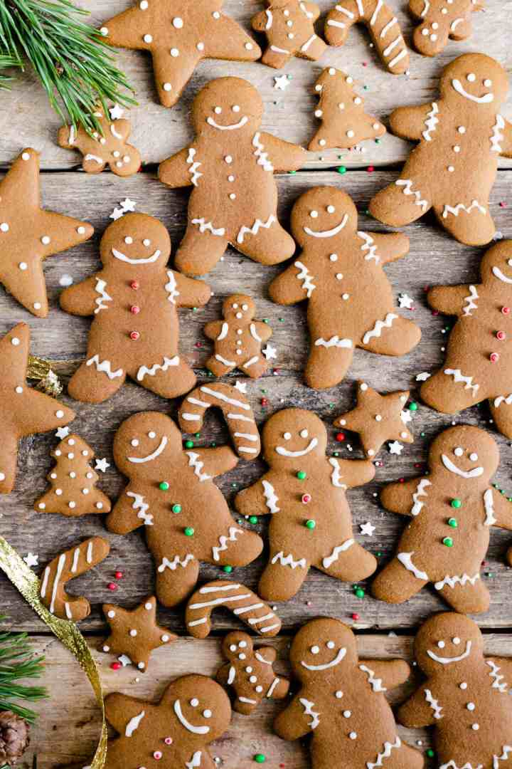 Gingerbread cut out cookies, traditional Christmas recipe, perfect for making and decorating with kids! #gingerbread #vegetarian #cookies #Christmas | via @annabanana.co