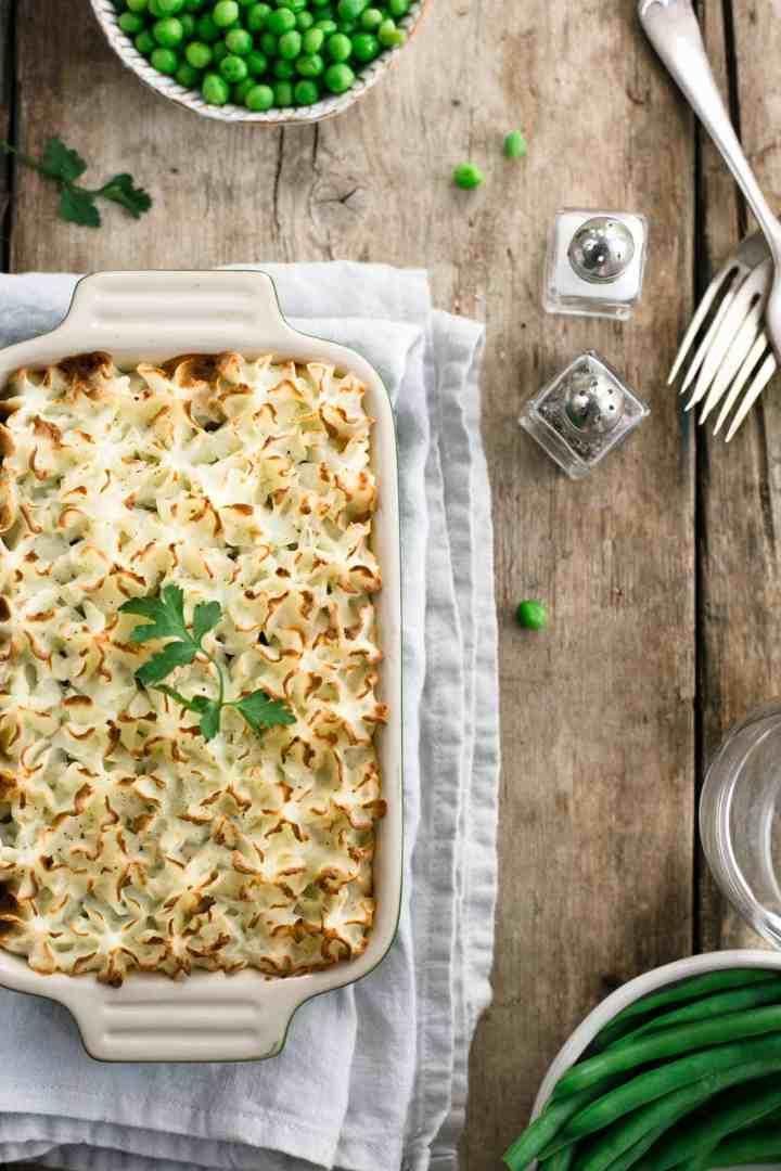 The ultimate comfort food- lentil shepherd's pie! Easy recipe with simple ingredients and amazing flavours! #vegan #dairyfree #shepherdspie | via @annabanana.co