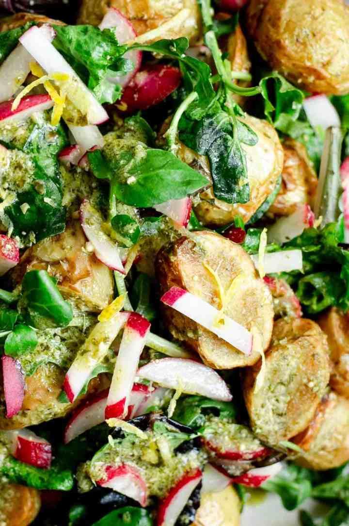 Fresh, healthy and quick roasted new potato salad with green pesto #newpotato #healthysalad #veganrecipe | via @annabanana.co