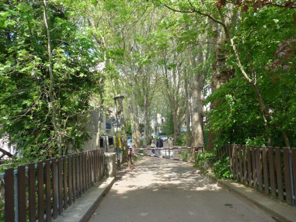 Footbridge to Ile de Brise-Pain