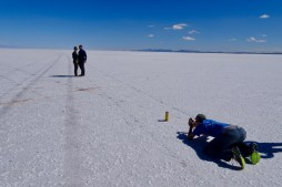 This is how the cheesy photos are made on the Uyuni salt flats, Bolivia