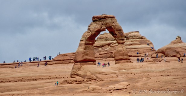 Delicate Arch closeup (many people walk the 4,8km trail to get right next to the arch)