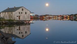 Full moon over Ballstad