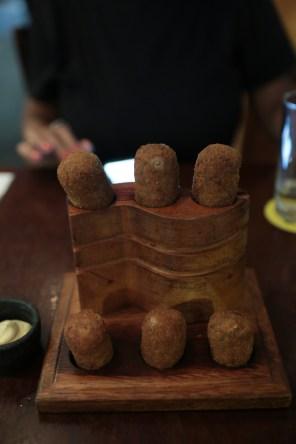 Croquete de carne de panela do Dona Onça