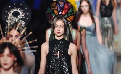 Sacro e profano si fondono negli oggetti cult della moda