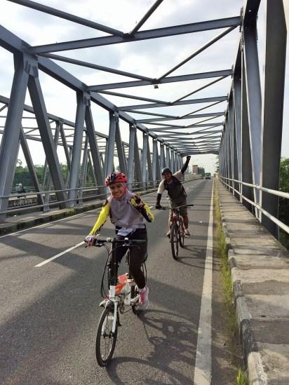 Di jembatan dekat perbatasan Sleman, DIY dan Magelang, Jawa Tengah