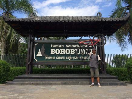 Henry, teman saya sedari SMA Gowes PP Prambanan - Borobudur.