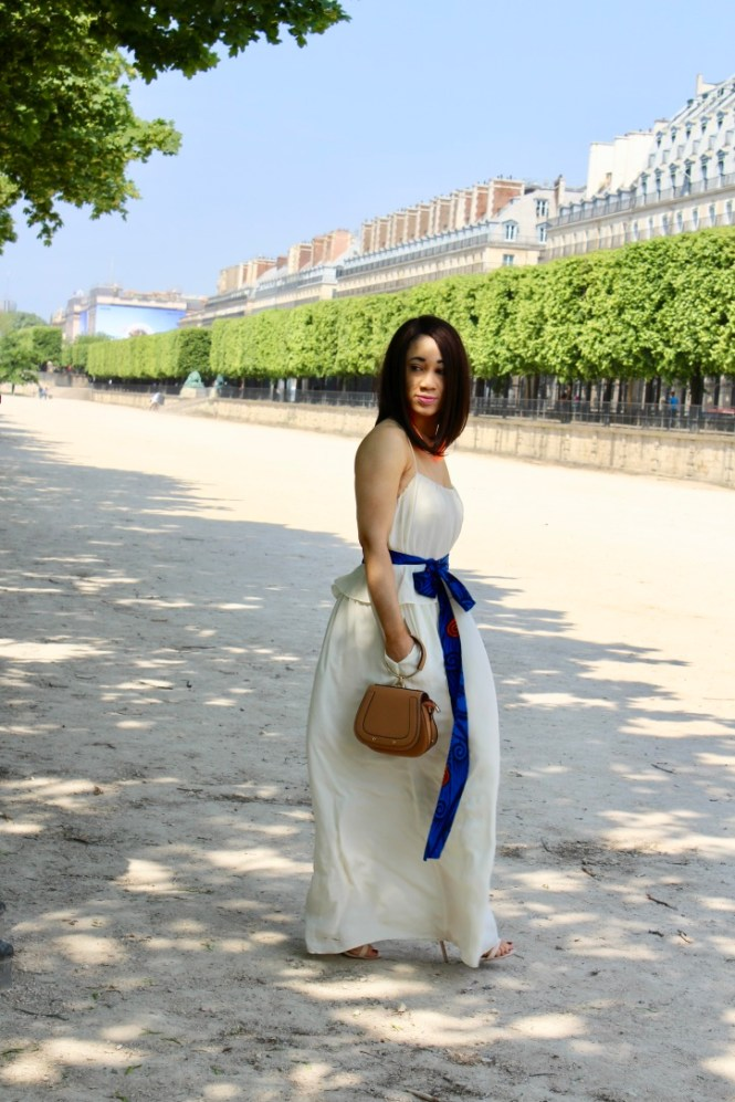 look simple en robe blanche