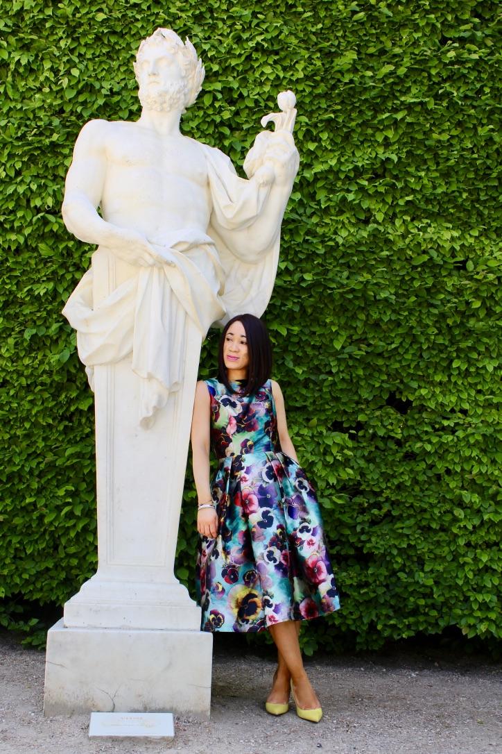 romantique en robe à fleurs