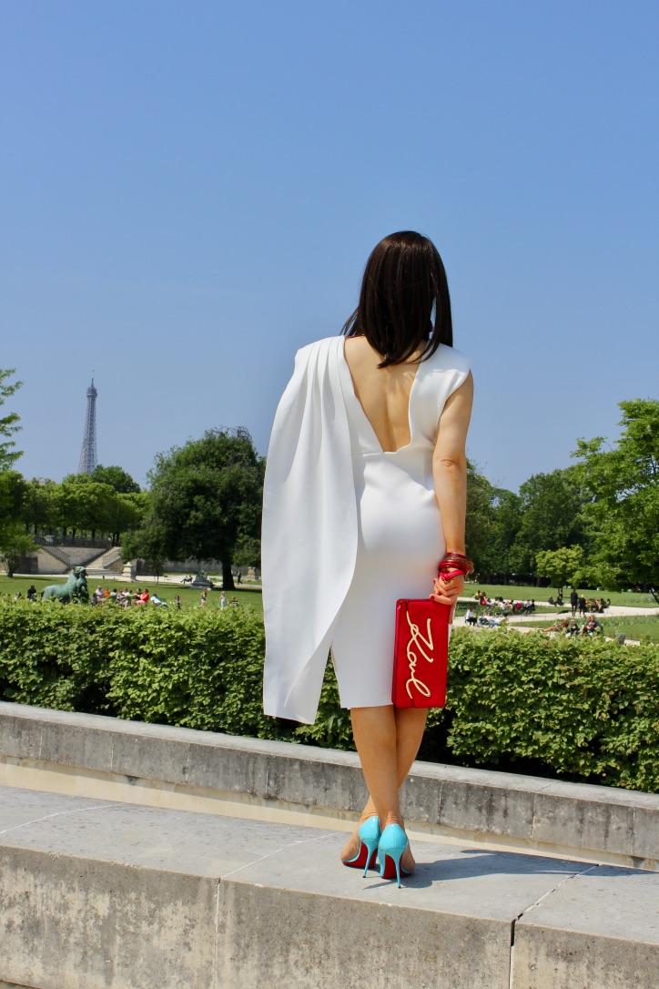 robe blanche red et pochette rouge